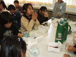 嬉野小学校三年生 お茶のいれかた教室