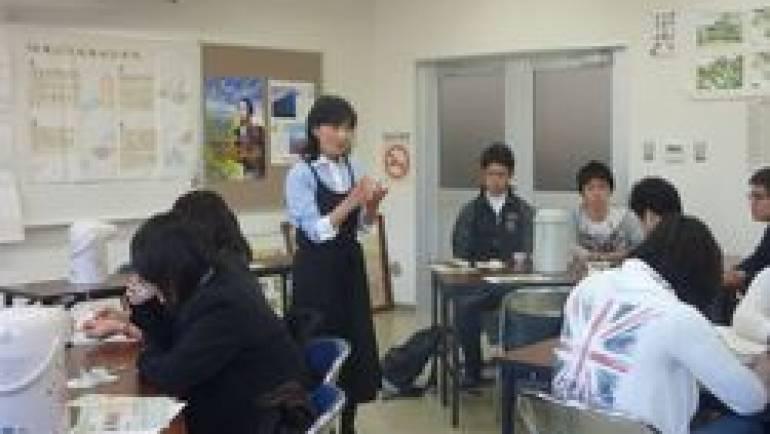 修学旅行の高校生に お茶の淹れ方講習を行いました。