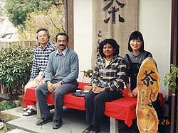 佐賀大学理工学部大学院博士課程在学中のスリランカのご夫婦